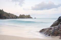 Het strand van Pedn vounder, Cornwall. royalty-vrije stock fotografie