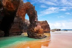 Het strand van Playa las catedrales Catedrais in Galicië Spanje stock afbeelding
