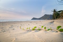 Het strand van Prachuap Khiri Khan, Ao Manao Bay, Unseen Thailand royalty-vrije stock fotografie