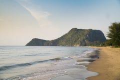 Het strand van Prachuap Khiri Khan, Ao Manao Bay, Unseen Thailand stock fotografie