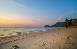 Het strand van Prachuap Khiri Khan, Ao Manao Bay, Unseen Thailand royalty-vrije stock afbeelding