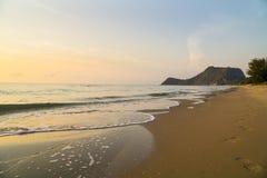 Het strand van Prachuap Khiri Khan, Ao Manao Bay, Unseen Thailand royalty-vrije stock foto