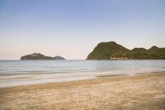 Het strand van Prachuap Khiri Khan, Ao Manao Bay, Unseen Thailand stock afbeelding