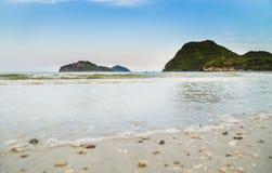 Het strand van Prachuap Khiri Khan, Ao Manao Bay, Unseen Thailand royalty-vrije stock afbeeldingen