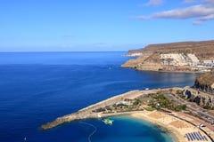 Het strand van Puerto Rico en amadores in Gran Canaria stock afbeeldingen