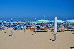 Het strand van Rimini - paraplu's 2 Stock Afbeeldingen