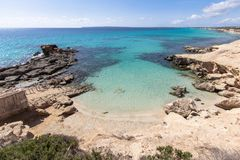 Het strand van S Calo des Mort, Formentera, Spanje Stock Foto