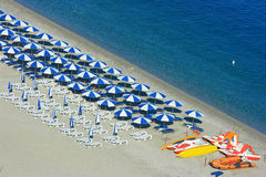Het strand van Scylla met catamarans Royalty-vrije Stock Afbeeldingen