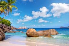 het strand van Seychellen stock afbeelding