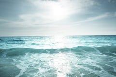 Het strand van Seychellen in zonsondergangtijd Stock Foto