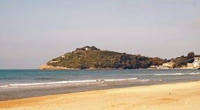 Het strand van Sperlonga in Italië Stock Afbeeldingen
