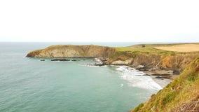 Het strand van Traethllyfn tussen Porthgain en Abereiddi Pembrokeshirekust Royalty-vrije Stock Afbeelding