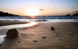 Het Strand van Tuffieha van Ghajn bij zonsondergang Stock Foto's