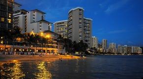 Het Strand van Waikiki - Hawaï Stock Afbeeldingen