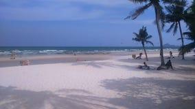 Het strand voor het hotel royalty-vrije stock afbeelding