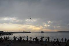 Het strand waarboven een onweerswolk hing royalty-vrije stock fotografie