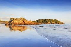 Het strand, zet Maunganui, Nieuw Zeeland op Stock Afbeeldingen