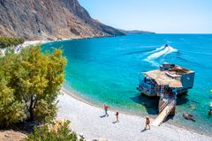 Het strand Zoet Water van Glykanera of Zoet water Mening van het verre en beroemde Zoete Strand van het Water in Zuid-Kreta royalty-vrije stock foto