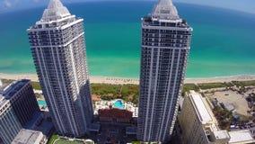 Het Strandarchitectuur van Miami op het strand stock footage