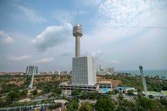 Het Strandhotel en Torens van het Pattayapark Stock Fotografie