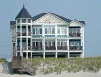 Het strandhuis van de luxe Royalty-vrije Stock Afbeeldingen