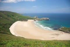 Het strandkant van Torimbia Stock Fotografie