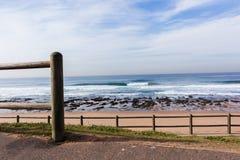 Het Strandlandschap van golven Oceaanertsaders Royalty-vrije Stock Foto's