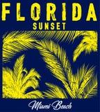 Het strandtypografie van Florida met bloemenillustratie voor t-shirt Royalty-vrije Stock Fotografie