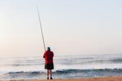 Het Strandvakantie van visserssurf waves sunrise stock afbeelding