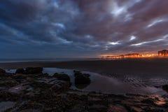 Het strandwolken en zonsopgang van Oostende stock foto