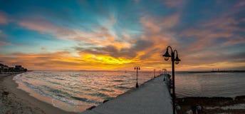 Het strandzonsopgang van Paraliakaterini in Griekenland Royalty-vrije Stock Afbeeldingen