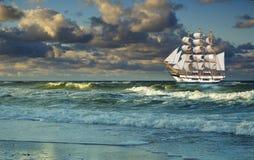 Het stromen met overzees varen-schip Royalty-vrije Stock Foto