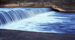 Het stromen van het water stock foto