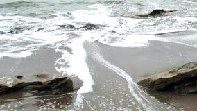 Het stromende water tussen de rotsen Royalty-vrije Stock Foto