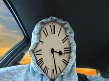 Het stuk die van de wijzerplaattijd hoodie drijfauto recente benoeming dragen stock afbeelding