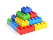 Het stuk speelgoed blokkeert piramide stock afbeeldingen