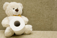 Het stuk speelgoed draagt met toiletpapier Stock Afbeeldingen