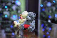 Het stuk speelgoed draagt paar in liefde Royalty-vrije Stock Afbeeldingen