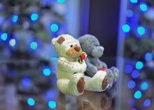 Het stuk speelgoed draagt paar in liefde Stock Afbeelding