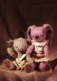 Het stuk speelgoed en de teddybeer van hazen Royalty-vrije Stock Afbeelding