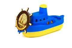 Het stuk speelgoed schip met een stuurwiel Geïsoleerde stock fotografie
