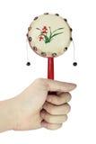 Het stuk speelgoed van de holdingsJapan van de hand trommel Royalty-vrije Stock Fotografie