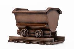 Het stuk speelgoed van de mijnkar voor het vervoeren van steenkool en erts royalty-vrije stock foto