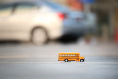 Het stuk speelgoed van de schoolbus model Royalty-vrije Stock Foto's