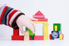 Het stuk speelgoed van het de handenspel van het kind Royalty-vrije Stock Foto's