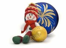 Het stuk speelgoed van Kerstmis met twee kleurrijke Ballen van het Nieuwjaar Royalty-vrije Stock Fotografie