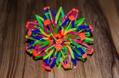 Het stuk speelgoed van kinderen molecule op de vloer royalty-vrije stock afbeeldingen