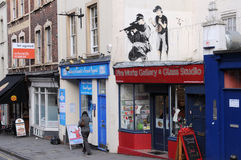 Het Stuk van Graffiti van Banksy op een Straat in Bristol Royalty-vrije Stock Foto's