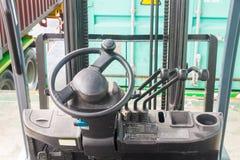 Het stuurwiel en hefboom hydraulische systeem van forklifts royalty-vrije stock afbeelding
