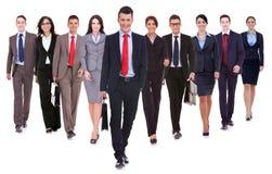 Het succesvolle gelukkige commerciële team lopen royalty-vrije stock afbeelding